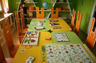 В езиковата детска занималня малчуганите играят и учат едновременно
