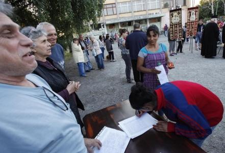 Ромите в Орландовци на протест срещу събратята