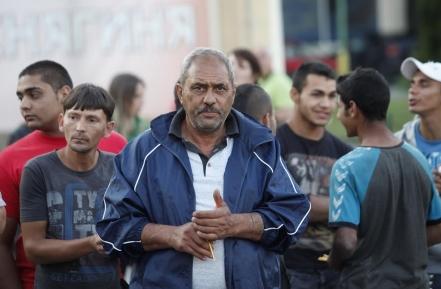Роми и българи рамо до рамо на молебена